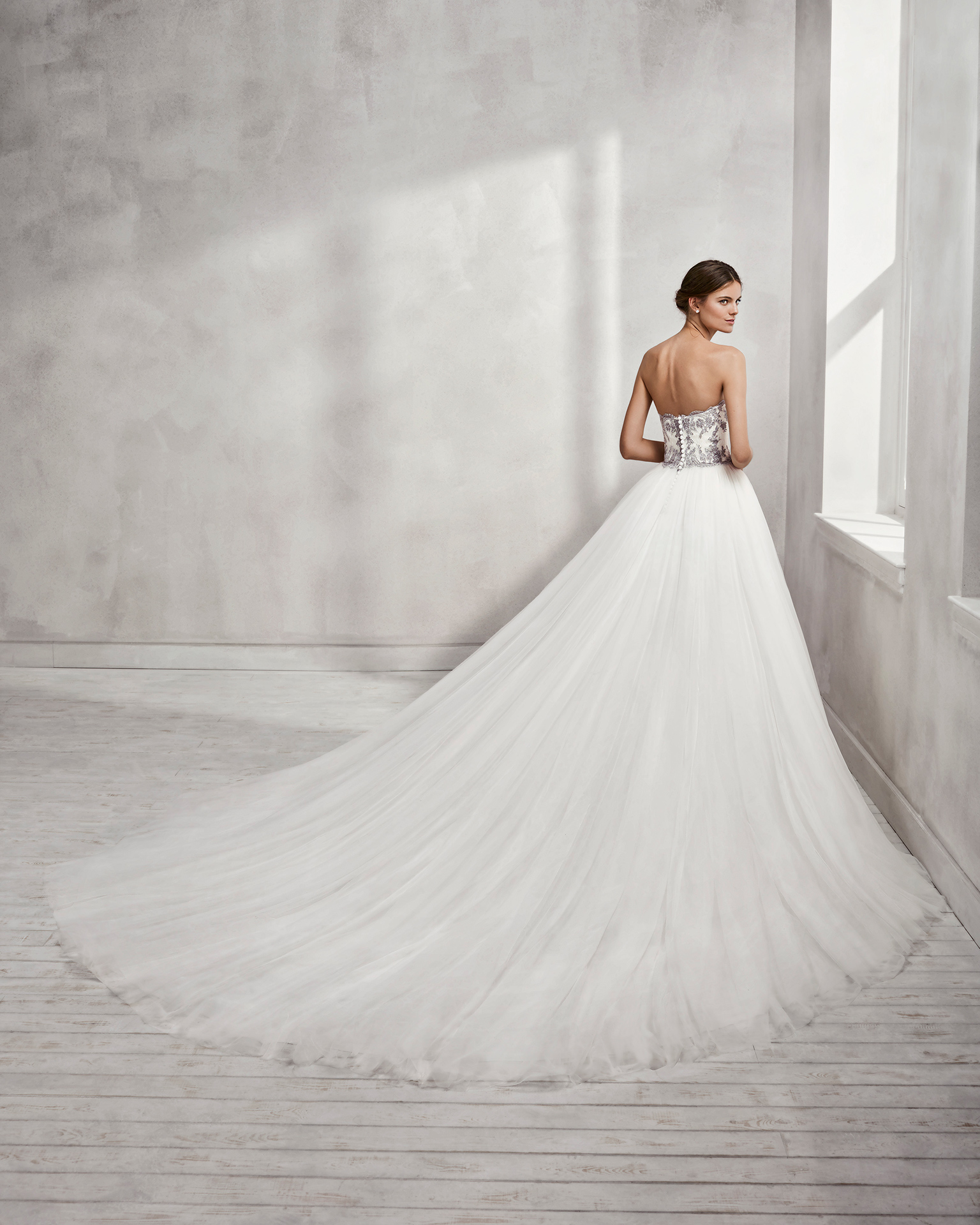 0ece925288 Princess-style lace wedding dress with sweetheart neckline and full tulle  skirt, in natural ...